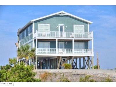Oak Island Single Family Home For Sale: 6628 Kings Lynn Drive