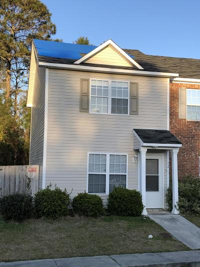 Onslow County Condo/Townhouse Active Contingent: 210 Fairwood Court