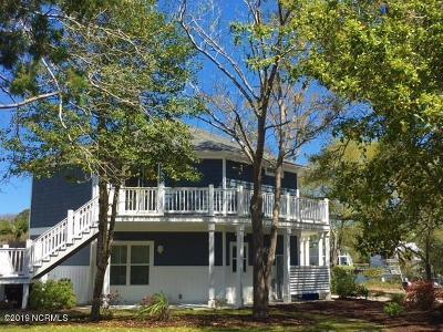 Oak Island Single Family Home For Sale: 2308 E Yacht Drive
