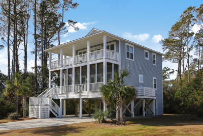 Oak Island Single Family Home For Sale: 101 SE 33rd Street