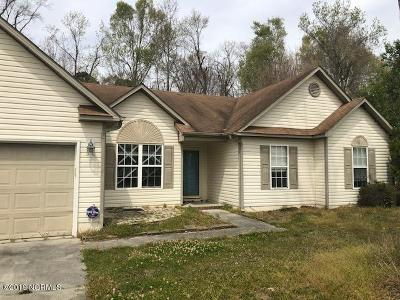 Onslow County Single Family Home Active Contingent: 206 Hayden Place