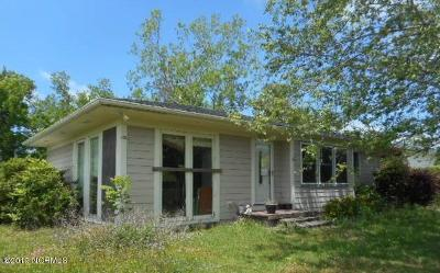Morehead City Single Family Home For Auction: 2207 Eugene Buck Lane