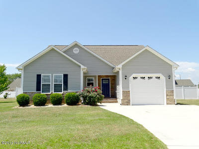 Swansboro Single Family Home For Sale: 106 Kayak Court