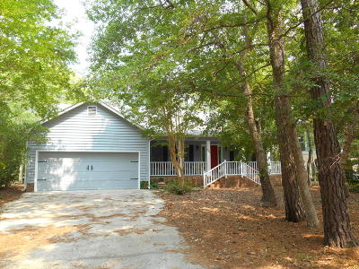 Oak Island Single Family Home For Sale: 724 Alyssum Avenue