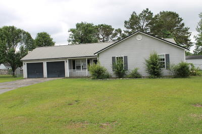 Onslow County Single Family Home Active Contingent: 402 Bluegrass Circle