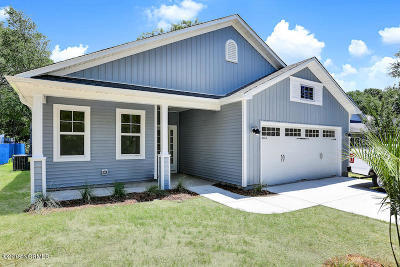 Oak Island Single Family Home For Sale: 106 NW 20th Street