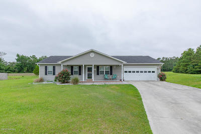 Onslow County Single Family Home For Sale: 306 High Stepper Court