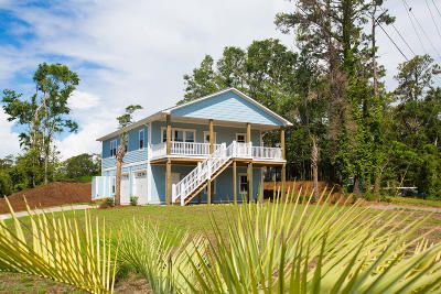 Emerald Isle Single Family Home For Sale: 8612 Canal Drive