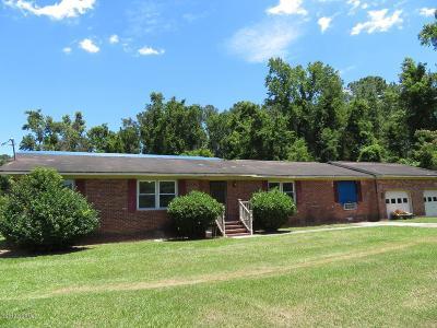 New Bern Single Family Home For Sale: 5610 Us Highway 70 E