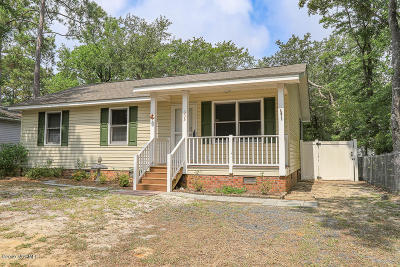 Oak Island Single Family Home For Sale: 303 NE 55th Street