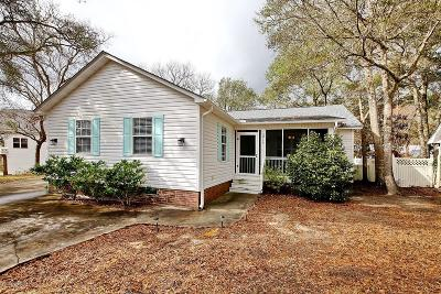 Oak Island Single Family Home For Sale: 121 SE 29th Street