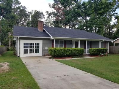 Kings Grant Single Family Home For Sale: 809 Cheryl Lane