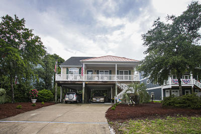 Oak Island Single Family Home For Sale: 106 SE 20th Street