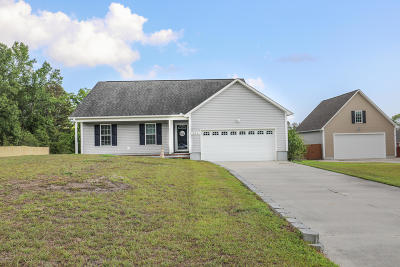Richlands Single Family Home For Sale: 111 Farmgate Drive