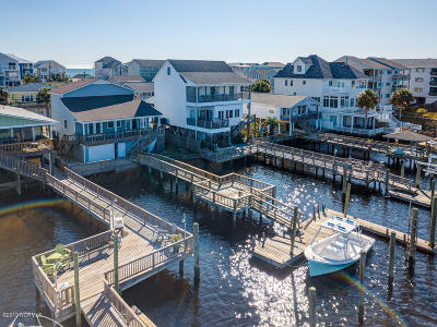 Carolina Beach Single Family Home For Sale: 611 Canal Drive