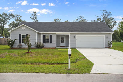 Richlands Single Family Home For Sale: 605 Denim Drive