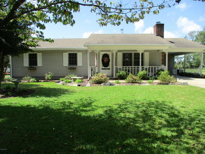 Newport Single Family Home For Sale: 145 Carlyle Lane