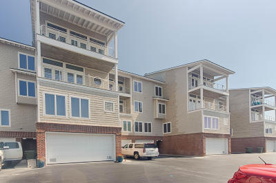 Morehead City Condo/Townhouse For Sale: 104 S 3rd Street #H1