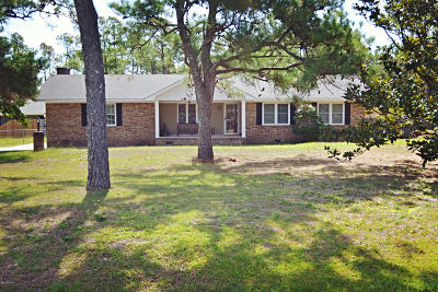 Harkers Island Single Family Home For Sale: 676 Bayview Drive