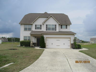 Jacksonville Single Family Home For Sale: 305 Old Pond Court