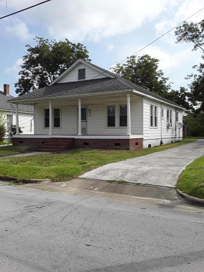 Newport Single Family Home For Sale: 170 Chatham Street