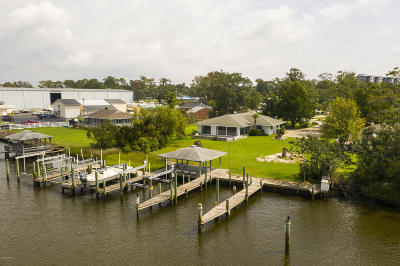 Morehead City Single Family Home For Sale: 110 Riverside Avenue