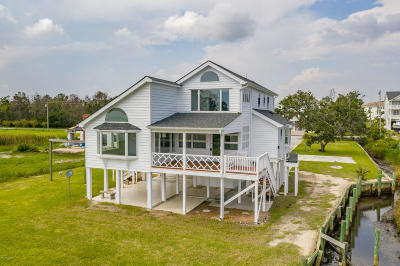 Newport Single Family Home For Sale: 267 Live Oak Road