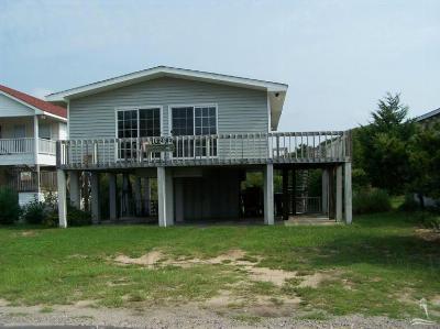 Oak Island Single Family Home For Sale: 1626 E Beach Drive