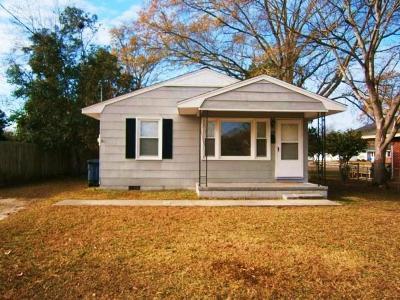 Jacksonville Single Family Home For Sale: 100 Red Oak Street