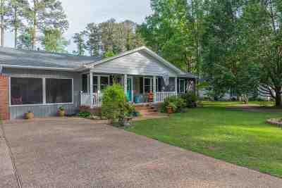Single Family Home For Sale: 208 Langley Lane