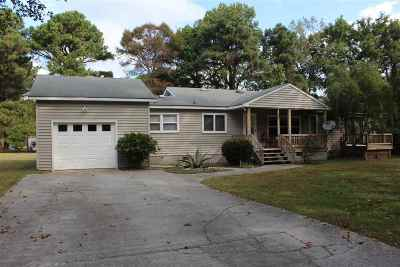 Currituck County Single Family Home For Sale: 107 Gardenia Drive