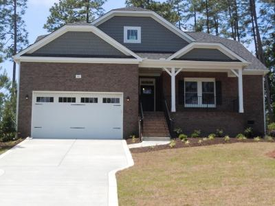 Southern Pines Single Family Home For Sale: 86 Plantation Drive