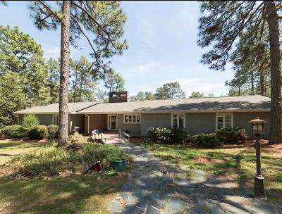 Southern Pines Single Family Home For Sale: 675 E Hedgelawn Way