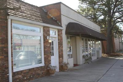Commercial Lease For Lease: 110 N Poplar Street