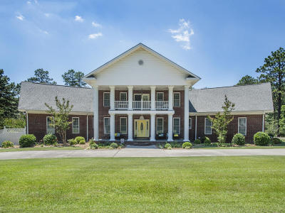 Southern Pines Single Family Home For Sale: 102 S Glenwood Trail