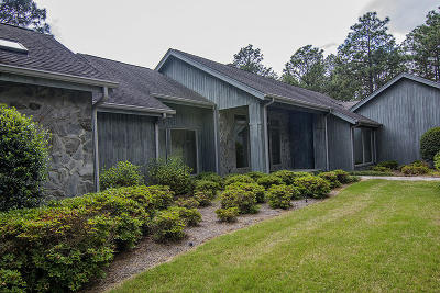 Moore County Single Family Home For Sale: 80 Cypress Point