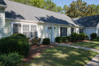 Southern Pines Condo/Townhouse Active/Contingent: 34 Village Green Circle