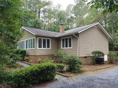 Single Family Home Active/Contingent: 108 Chestnut Court