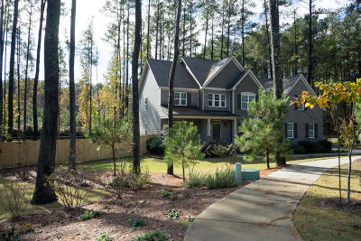 Southern Pines Single Family Home For Sale: 125 Katherine Place
