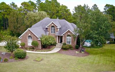 Southern Pines Single Family Home For Sale: 190 Lone Pine Place
