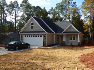 Moore County Single Family Home For Sale: 230 Oakmont Circle