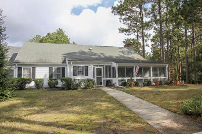 Southern Pines Condo/Townhouse Active/Contingent: 26 Village Green Circle