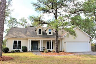 Southern Pines Single Family Home For Sale: 215 Horseshoe Drive