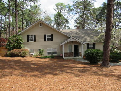 Southern Pines Single Family Home For Sale: 205 S Glenwood Trail