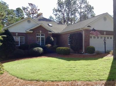 Southern Pines Single Family Home For Sale: 14 Hunter Ct.