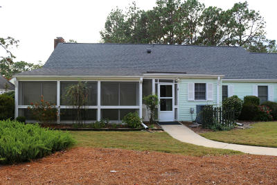Southern Pines Single Family Home For Sale: 50 Village Green Circle