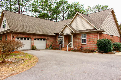 Southern Pines Single Family Home For Sale: 590 Fairway Drive