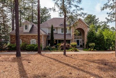 Moore County Single Family Home For Sale: 105 Hawick Court