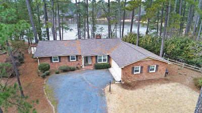 Moore County Single Family Home For Sale: 87 Lakeview Drive