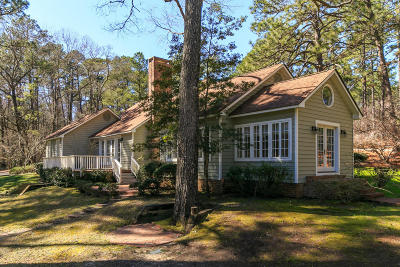 Southern Pines Single Family Home For Sale: 235 Old Dewberry Lane